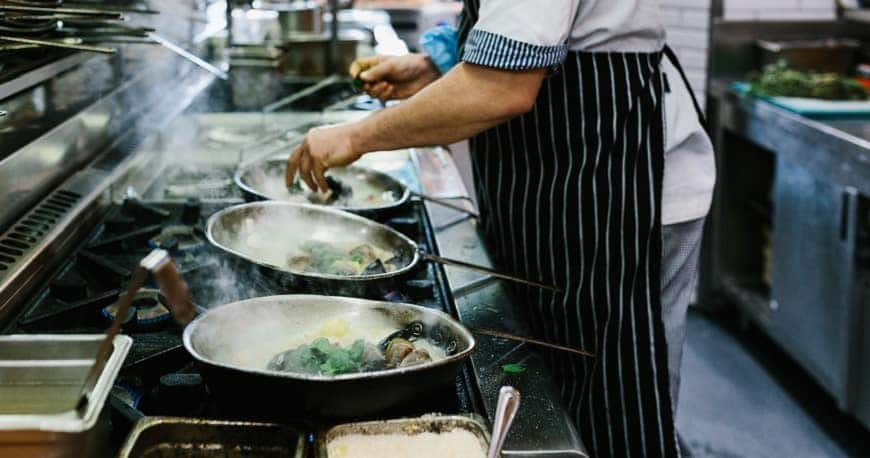 bếp ăn công nghiệp giá rẻ