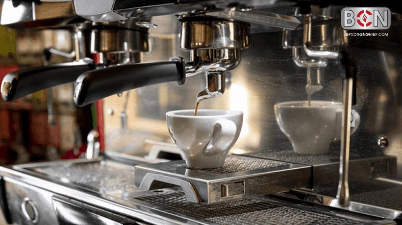 máy pha cà phê cho quán nhỏ nên dùng loại truyền thống
